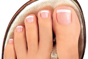 Как лечить продольную трещину на ногте